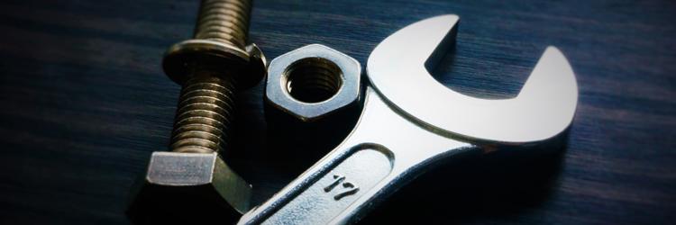 トラックを整備する基本的な工具